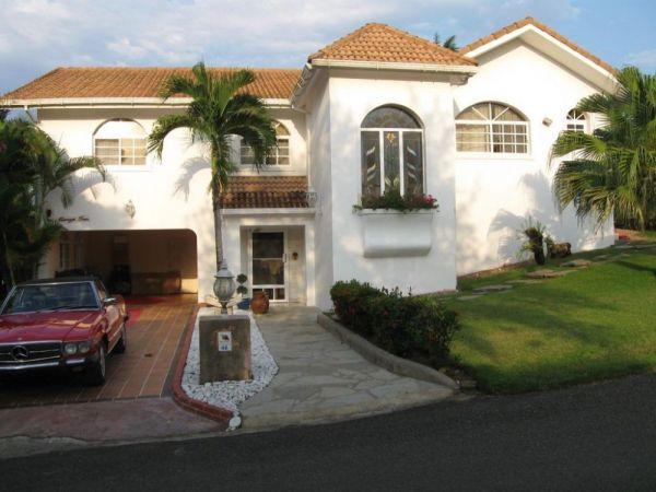 Construcción de 5 dormitorios con Opciones Extraordinarias | Real Estate in Dominican Republic