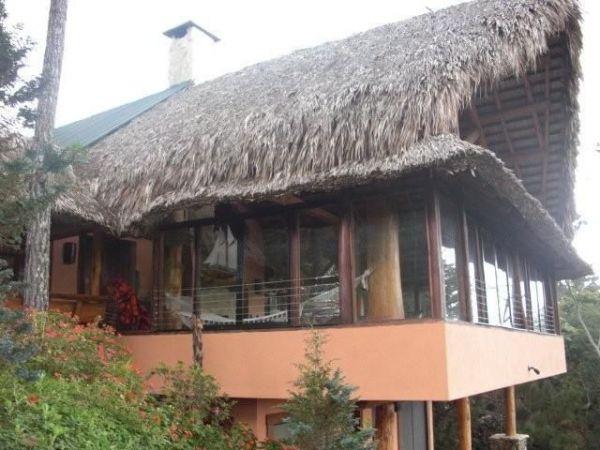 Preciosa cabaña ubicada en proyecto cerrado con impresionantes vistas a las montañas, | Bienes Raices Republica Dominicana