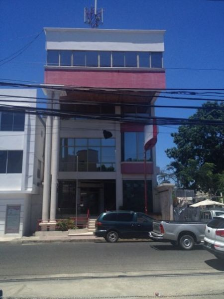 Edificio de Locales, Ascensor, Planta electrica + 32 Parqueos. | Real Estate in Dominican Republic